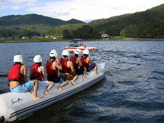 木崎湖モダンボートバナナボート